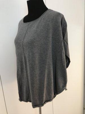 Graues Oversize Shirt mit weitem Armausschnitt