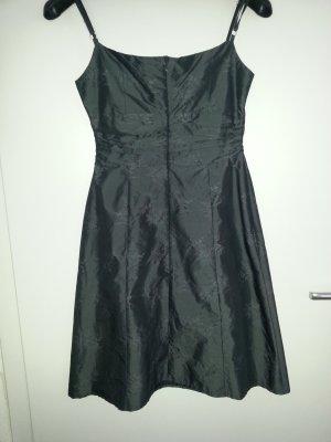 graues schickes Kleid