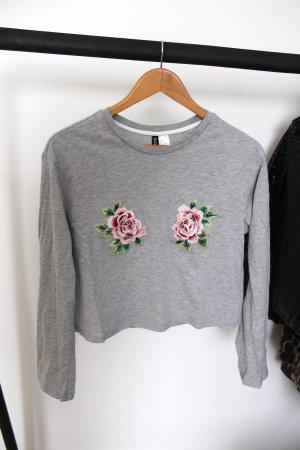 Graues Shirt mit Blumenstickerei