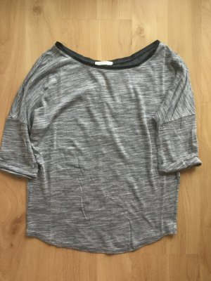Graues Shirt mit Schleifen am Rücken
