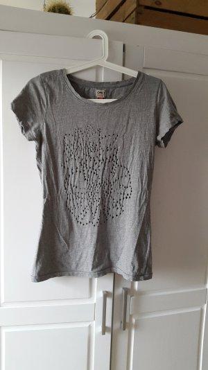 Graues shirt von Only mit Blumenlochmuster Gr.M