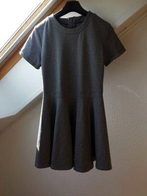 Graues Sommerkleid mit Reißverschluss