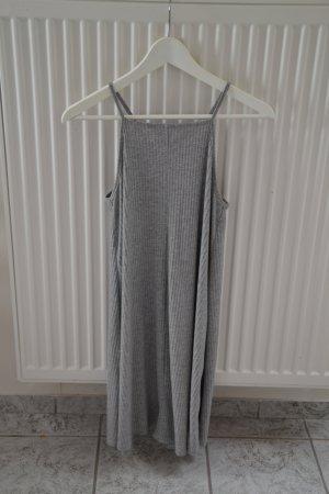 Graues Sommerkleid von Bershka
