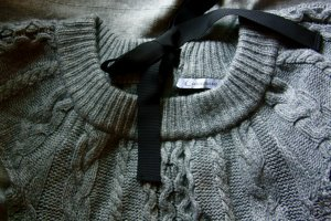 graues Strickkleid aus Merinowolle von Connemara