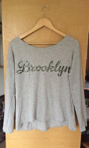 graues Sweatshirt mit Aufdruck