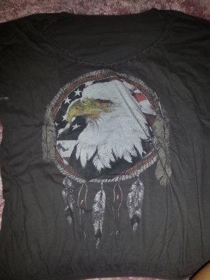 Graues T shirt mit Adler vorne drauf