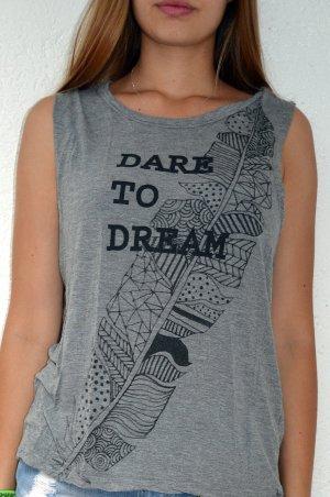 """graues Tanktop mit """"Dare to Dream"""" Aufschrift :)"""