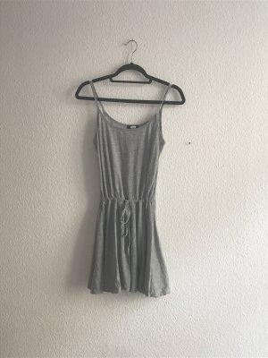 Graues Trägerkleid von Bik Bok
