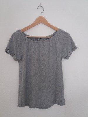 Graues Tshirt mit schönem Ausschnitt