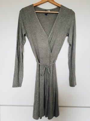 Graues Wickelkleid langarm mit Schleife und V-Ausschnitt