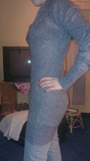 Graues Winter Strick Kleid