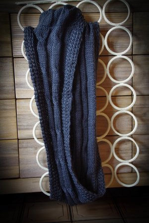 graufarbener Loop, neu mit Etikett
