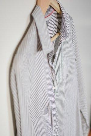 Graugestreifte Bluse