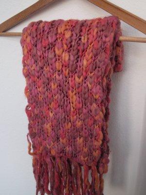 Grob gestrickter langer Schal