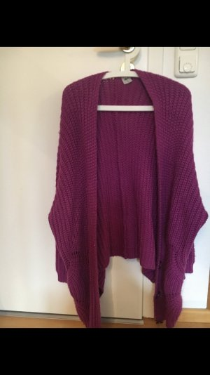 Grober Strickcardigan in purple.