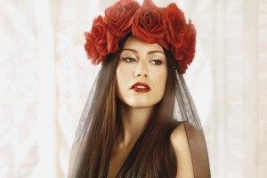 Große Flower-Crown mit roten Rosen