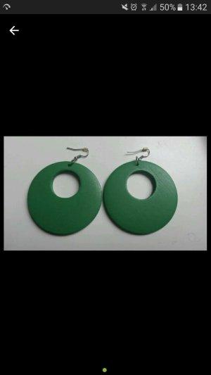 Große grüne Ohrringe