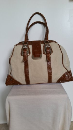 Große Handtasche oder kleine Reisetasche