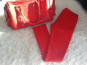 Große Handtasche & Rote legginshose