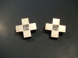große Modeschmuck Ohrringe / Clips - Kreuz mit Straßstein
