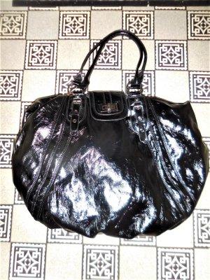 grosse Naf Naf Beutel Tasche schwarz Lack mit chrom sehr guter Zustand Kann seitich gerafft werden auf Bild 4 wenn sie ganz offen ist