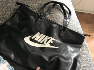 Grosse Nike Tasche  zu haben