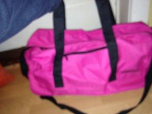 Große, pinke Sporttasche
