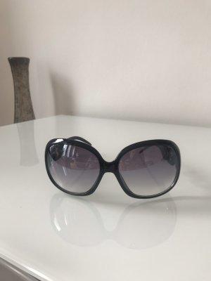 Große schwarze Sonnenbrille