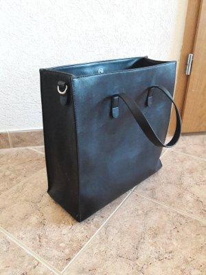 Große Tasche mit viel Stauraum