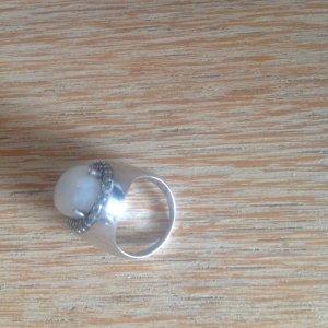 Grosser Ring mit Mondstein -gestempelt-