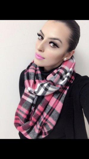 großer schlauchschal in pink weiß schwarz kariert