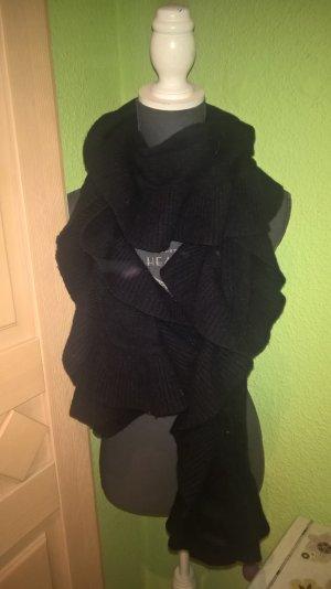 großer schwarzer Schal