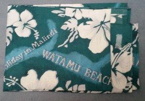 Großes grün/türkises Tuch mit Hawaiblumenmuster