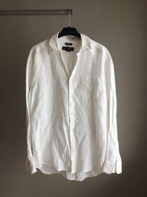 Großes weißes Hemd