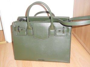 grün farbende tasche