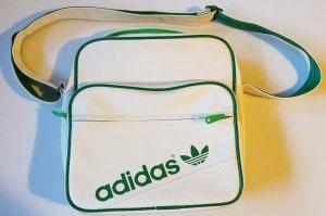 Grün-Weiße Adidastasche