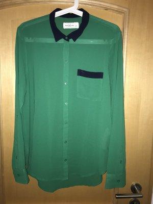 Grüne Bluse mit dunkelblauem Kragen von Abercrombie&Fitch