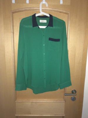 Grüne Bluse von Abercrombie&Fitch mit blauem Kragen