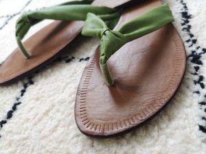 Grüne Flip-flops von Deichmann