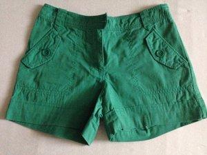 Grüne H&M Shorts für den Sommer