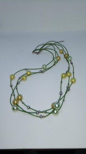 Grüne Halskette mit Perlen mehrreihig Natur Frühling