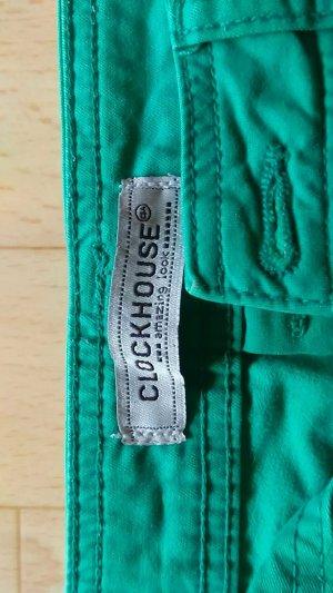 grüne kurze Shorts mit Taschen