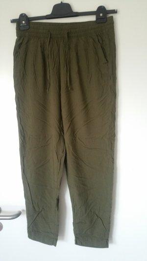 Grüne, luftige Stoffhose von s.oliver Größe 36
