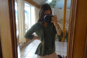 grüne schicke Bluse mit V-Ausschnitt
