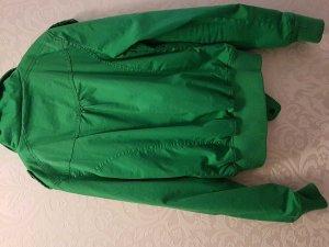 grüne Übergangsjacke