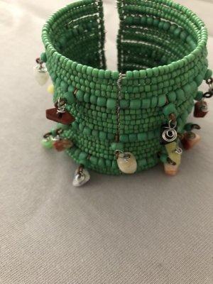 Grüner Armreif