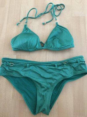Grüner Bikini, leicht schimmernd mit goldenen Details