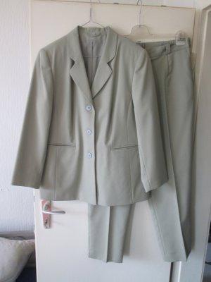 grüner Hosen-Anzug