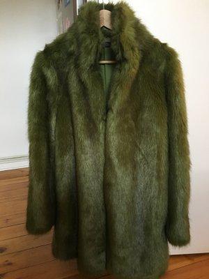 Grüner Mantel aus Kunstpelz