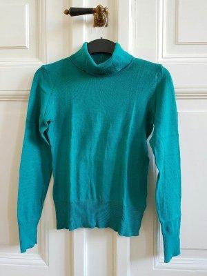 grüner Rollkragen-Pullover